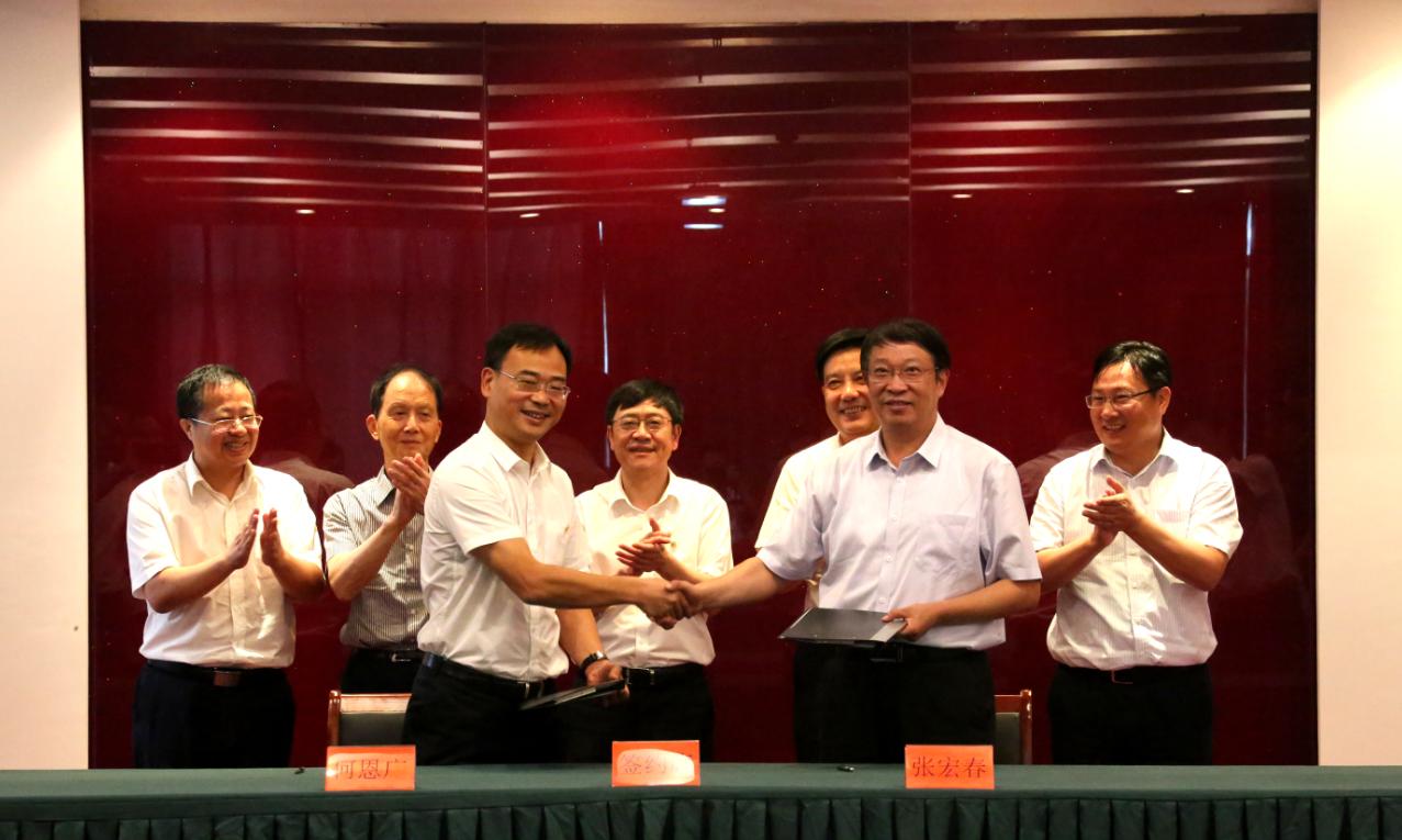 江苏中车与亭湖区政府就超轨SRT在盐试验合作、示范运用签署合作协议